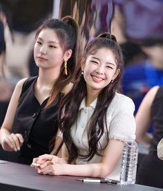Kpop Girl Groups, Korean Girl Groups, Kpop Girls, Couple Shadow, Ulzzang Couple, Korean Beauty, New Girl, South Korean Girls, Fandom