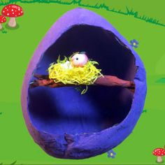 Ik laat je in een filmpje zien hoe je een ei kan knutselen van papier-maché m.b.v. een ballon en behanglijm.