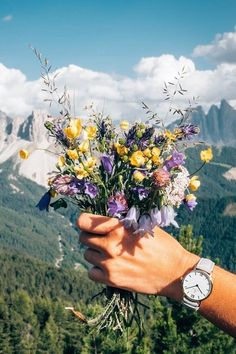 flowers over the mountain and a colorful watch on the wrist @juhulia | kapten-son.com