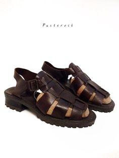 Mein Echt Leder Römer Sandalen Profilsohle Vintage Dunkelbraun von true vintage! Größe 37 für 38,00 €. Sieh´s dir an: http://www.kleiderkreisel.de/damenschuhe/sandalen/136890381-echt-leder-romer-sandalen-profilsohle-vintage-dunkelbraun.