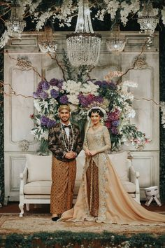 A Greenery-Filled Javanese Wedding In Jakarta - 020 wedding dresses hijab Kebaya Wedding, Muslimah Wedding Dress, Wedding Dresses, Javanese Wedding, Indonesian Wedding, Unique Wedding Poses, Wedding Styles, Foto Wedding, Dream Wedding
