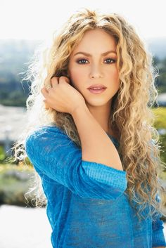 #Shakira and her luscious wavy hair.