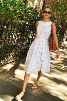 Carolyn Murphy looks summer ready in Suno Trendy Dresses, Summer Dresses, Formal Dresses, Vestidos Vintage, Vintage Dresses, French Fashion, Love Fashion, Spring Summer Fashion, Spring Outfits