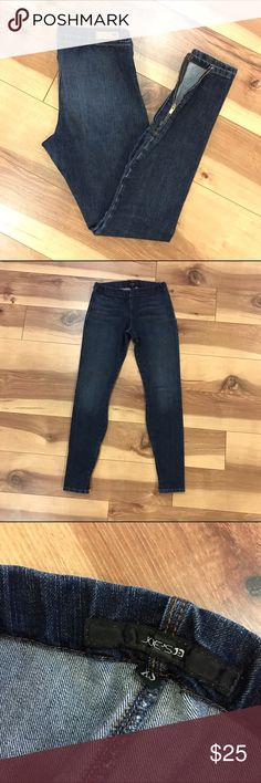 Joe's Denim Skinny Leggings These have only been worn/washed a couple times. Excellent condition. No holes or stains! Skinny Denim with stretch. Zipper at ankle. Elastic waist. Size XS Joe's Jeans Pants Skinny