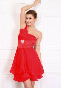 http://www.chouchourouge.com/robe-de-cocktail-pas-chere-witch-s-magic-rouge.html