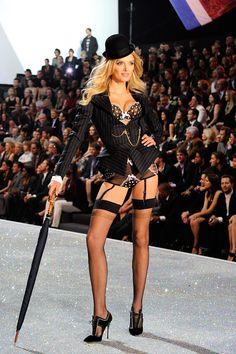 Victoria's Secret: ¡La pasarela más sexy del año! Lily Donaldson