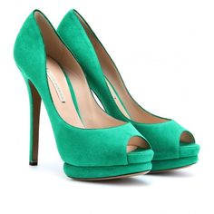 Nicholas Kirkwood Suede Platform Peep-Toes (60550 RSD) ❤ liked on Polyvore featuring shoes, pumps, heels, sapatos, scarpe, emerald green, high heel platform pumps, peep toe shoes, high heel platform shoes and emerald green pumps