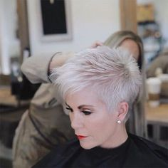 Today we have the most stylish 86 Cute Short Pixie Haircuts. We claim that you have never seen such elegant and eye-catching short hairstyles before. Pixie haircut, of course, offers a lot of options for the hair of the ladies'… Continue Reading → Short Grey Hair, Very Short Hair, Short Hair Cuts For Women, Short Hairstyles For Women, Funky Hairstyles, Stylish Hairstyles, Layered Hairstyles, Vintage Hairstyles, Short Hair Over 50