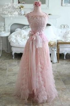 318 meilleures images du tableau jolies tenues   Ball gown, Dream ... 3f1c5b8daedd