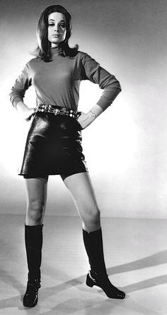 Valerie Leon 1969 ———————- gogo boots and mini skirts! lol love i… Valerie Leon 1969 ———————- Gogostiefel und Miniröcke ! 60s And 70s Fashion, Mod Fashion, Vintage Fashion, Vintage Style, Skirts With Boots, Mini Skirts, Valerie Leon, Mod Girl, 20th Century Fashion