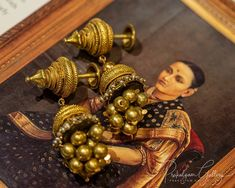 People look for latest designs in jewellery and here Iam, digging pieces from th. Amrapali Jewellery, Indian Jewelry Earrings, Silver Jewellery Indian, Jewelry Design Earrings, Gold Earrings Designs, Gold Jewellery Design, Antique Earrings, Gold Jewelry, Renaissance Jewelry