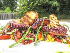 Salat mit gegrilltem Pulpo, Salicorne und Quinoa Food To Go, Food And Drink, Quinoa, Salate Warm, Grill Party, Sous Vide, Seafood, Grilling, Bbq