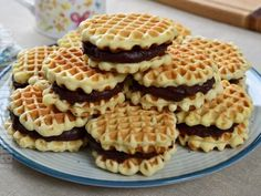 Faguri cu crema de cacao ca in copilarie – reteta video Apple Pie, Waffles, Cheesecake, Dessert Recipes, Cookies, Breakfast, Food, Audi, Amazing