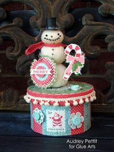 Glue Arts: We're Kicking off this Week with a Bit of Holiday Style!