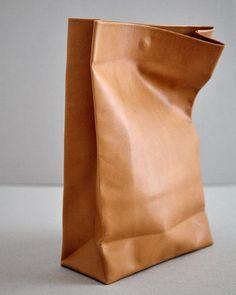 The heavenly simple, Sacos De Papel Diy Leather Tote, Leather Bag Design, Leather Bag Pattern, Leather Gifts, Leather Bags Handmade, Handmade Bags, Leather Craft, Leather Handbags, Small Leather Goods