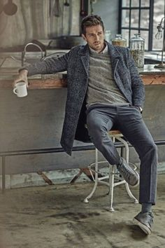 46 Amazing And Cozy Casual Business Outfit For Men- 46 Amazing And Cozy Casual Business Outfit For Men Amazing And Cozy Casual Business Outfit For Men 17 - Gentleman Mode, Gentleman Style, Mode Masculine, Fashion Night, Winter Fashion, Men's Business Outfits, Grey Chinos, Grey Trousers, Grey Jeans