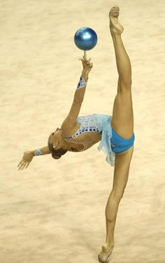 Yana Kudryavtseva, #Russia, durante i campionati mondiali di ginnastica artistica a #Izmir, #Turchia.