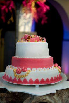 Bruidstaart gemaakt door Meesterbakker van Maanen. Wij maken de taart geheel voor u op maat. Meer info of een afspraak? Bel: 071 - 409 13 13