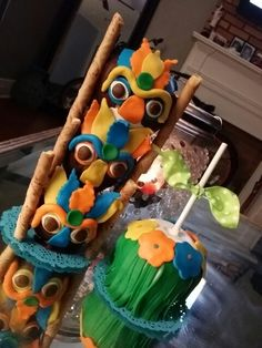 """Aloha"" tiki, grass skirt chocolate covered apples Luau Theme Party, Party Themes, Chocolate Covered Apples, Grass Skirt, Candy Apples, Sugar Rush, Cookie Ideas, Cake Pops, Tutorials"