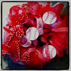 St Louis cardinals wreath..LOVE!!  i think it would need some navy blue in it but here's the idea!  @Kelly