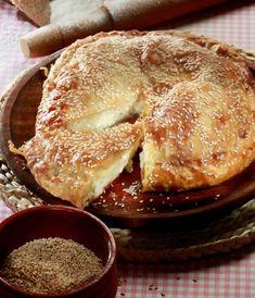 Υπέροχη τυρομπουγάτσα με λιαστές ντομάτες. Ποιος δεν αγαπάει τις πίτες, ειδικά αυτές με το τυρί και το τραγανό φύλλο; Ποιος μπορεί να αντισταθείσε μια παν Dinner Side Dishes, Dinner Sides, Food Network Recipes, Food Processor Recipes, Cooking Recipes, The Kitchen Food Network, Greek Recipes, Bbq Grill, Food Preparation