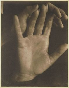 Paul Strand, Rebecca's hands, New York  (1923)