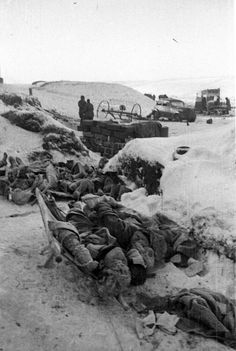 Bodies of dead German soldiers in Stalingrad. Copyright photo title: 'Rift Germans in the boiler'.