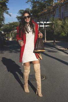 Rojo & Beige  - Temporada: Otoño-Invierno - Tags: #Boots #Oversize - Descripción: Look compuesto de un maxi vestido con abrigo oversize y botas mosqueteras.