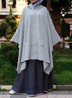 Hooded Poncho - looks easy to recreate Hijab Style Dress, Hijab Chic, Hijab Outfit, Abaya Style, Islamic Fashion, Muslim Fashion, Modest Fashion, Niqab Fashion, Fashion Outfits
