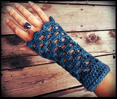Crawlin' With Granny Mitts - free crochet pattern by Stash. ~ free pattern ᛡ