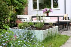 A simple way to create a raised bed planter with step by step instructions and images to help you create something beautiful for your garden! Raised Planter Beds, Raised Beds, Green Bin, Timber Deck, Easy Diy, Simple Diy, She Sheds, Outdoor Furniture Sets, Courtyards