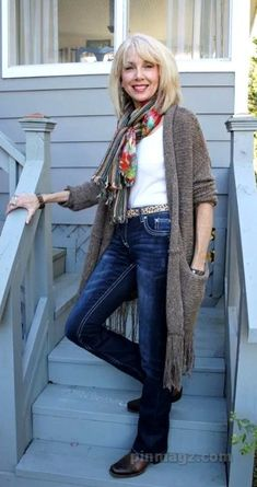 33 Autumn Outfits Ideas For Women Over 50 - Pinmagz Casual Chic Outfits, Simple Fall Outfits, Layering Outfits, Pretty Outfits, Autumn Outfits, Pretty Clothes, Stylish Outfits For Women Over 50, Clothes For Women Over 50, Over 50 Womens Fashion