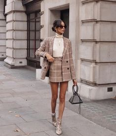 43 Office Outfits Highlight the Independent Side of Women suit, work outfits, office, handsome, work best sophisticated work attire and office outfits for women Office Outfits, Mode Outfits, Office Attire, Casual Office, Business Casual, Office Chic, Business Attire, Casual Chic, Work Casual