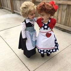 Little girls Halloween costumes Lucy & Ethel These adorable babies below are rocking the show! Check out the cute baby wearing Halloween costumes. Little Girl Halloween Costumes, Soirée Halloween, Best Toddler Halloween Costumes, Cute Costumes For Kids, Funny Baby Costumes, Homemade Halloween, Baby Costumes For Girls, Twin Girls Halloween, Toddler Girl Costumes