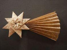 Presépio de Origami.   (o Menino Jesus e a manjedoura eu fiz diferente do modelo original) e a estrela é criação da Isa Klein que gentilme...