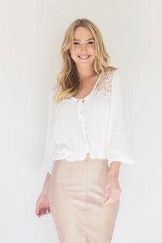 Escape to a tropical paradise with this Los Banos lace top, made from soft crepe fabric featuring a button down front and balloon sleeves.