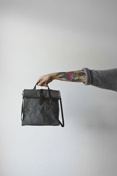 Stylish lunch bag with plenty of room for all your daily essentials and a sandwich
