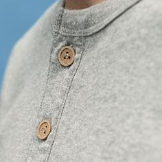 Es el resultado de utilizar tecnología de impresión 3D aplicada a ropa para hombre.  Pirahã introduce la colección otoño/invierno 2015.  #Pirahã #3dprinting #laywood #fashiontech #CMi #AW15 by pirahamadrid