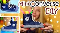This is a video tutorial of how to make mini gumshoes pen holder. All you'll need is two plastic bottles and a piece of old jeans. Diy Converse, Converse Shoes, Pencil Holder, Pen Holders, Cute Desk Accessories, Zac Efron, Kinds Of Shoes, Kate Winslet, Adriana Lima