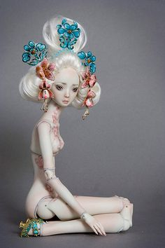 Golden Lilly - Enchanted Doll by Marina Bychkova-Marina Bychkova is a Russian-Canadian figurative artist and a founder of Enchanted Doll™- a luxury toy label of exquisite, porcelain dolls Ball Jointed Dolls, Japanese Theme, Marina Bychkova, Enchanted Doll, Marionette, Paperclay, Creepy Dolls, Art Moderne, Little Doll