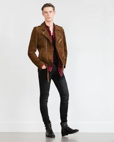 Men's Jackets For Every Occasion. Photo by Menswear Market Jackets are a must-have in the cold weather but it can also be used to accessorize an outfit. There is almost an unlimited number Chelsea Boots Outfit, Look Rockabilly, Leather Jacket Outfits, Suede Jacket, Leather Jackets, Mens Clothing Styles, Swagg, Look Cool, Menswear