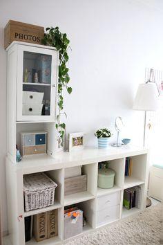 My little white Home: Pokój nastolatki-leżanka Hemnes Hemnes, Kallax, White Houses, Little White, Bookcase, Minimalist, Bed, Ikea Ideas, Home Decor