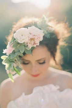 花冠を使った花嫁のウェディングヘア画像まとめ【ヘアアレンジ編】   結婚式準備ブログ   オリジナルウェディングをプロデュース Brideal ブライディール