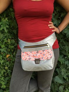 Exclusiva riñonera bandolera Champany & Patchwork Pink por CAOMKA Stylish Fanny Pack, Sew Wallet, Purse Storage, Lace Bag, Hip Bag, Purse Patterns, Fabric Bags, Quilted Bag, Casual Bags