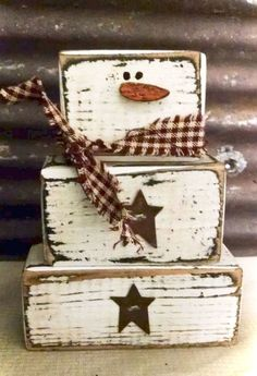 primitive Christmas Crafts Rustic Christmas Decorating Ideas On A Budget Christmas Wood Crafts, Christmas Signs, Christmas Projects, Winter Christmas, Holiday Crafts, Holiday Fun, Christmas Ornaments, Christmas Ideas, Fall Wood Crafts