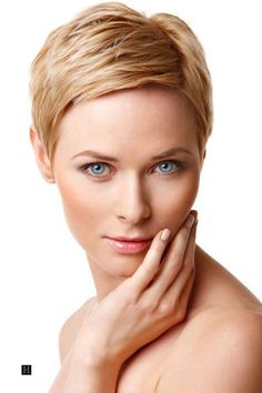 Very short blonde pixie haircut - Short Hairstyles for Women – Hairstyles Trends Haircuts For Fine Hair, Short Pixie Haircuts, Cute Hairstyles For Short Hair, Pixie Hairstyles, Gorgeous Hairstyles, Blonde Hairstyles, Woman Hairstyles, Haircut Short, Short Bangs