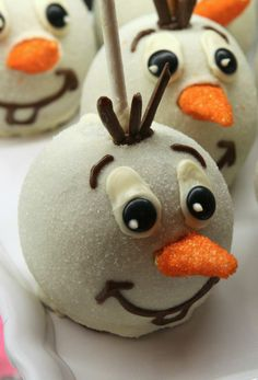 Do you want to eat a snowman … apple at Disney Parks?
