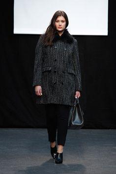 Adolfo Domínguez Prêt à Porter Otoño/Invierno 2016-2017 Plus Size Fashion, Madrid, Normcore, Beautiful, Style, Adolfo Dominguez, New York Fashion, Walkway, Curves