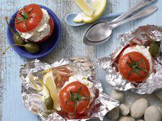 Gefüllte Ricotta-Tomaten - mit Kräutern und Kapern - smarter - Kalorien: 142 Kcal - Zeit: 30 Min.   eatsmarter.de