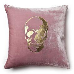 (https://www.maison24.com/products/velvet-skull-pillow.html)